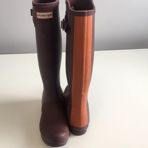 Hunter tall boots burgundy with orange stripe